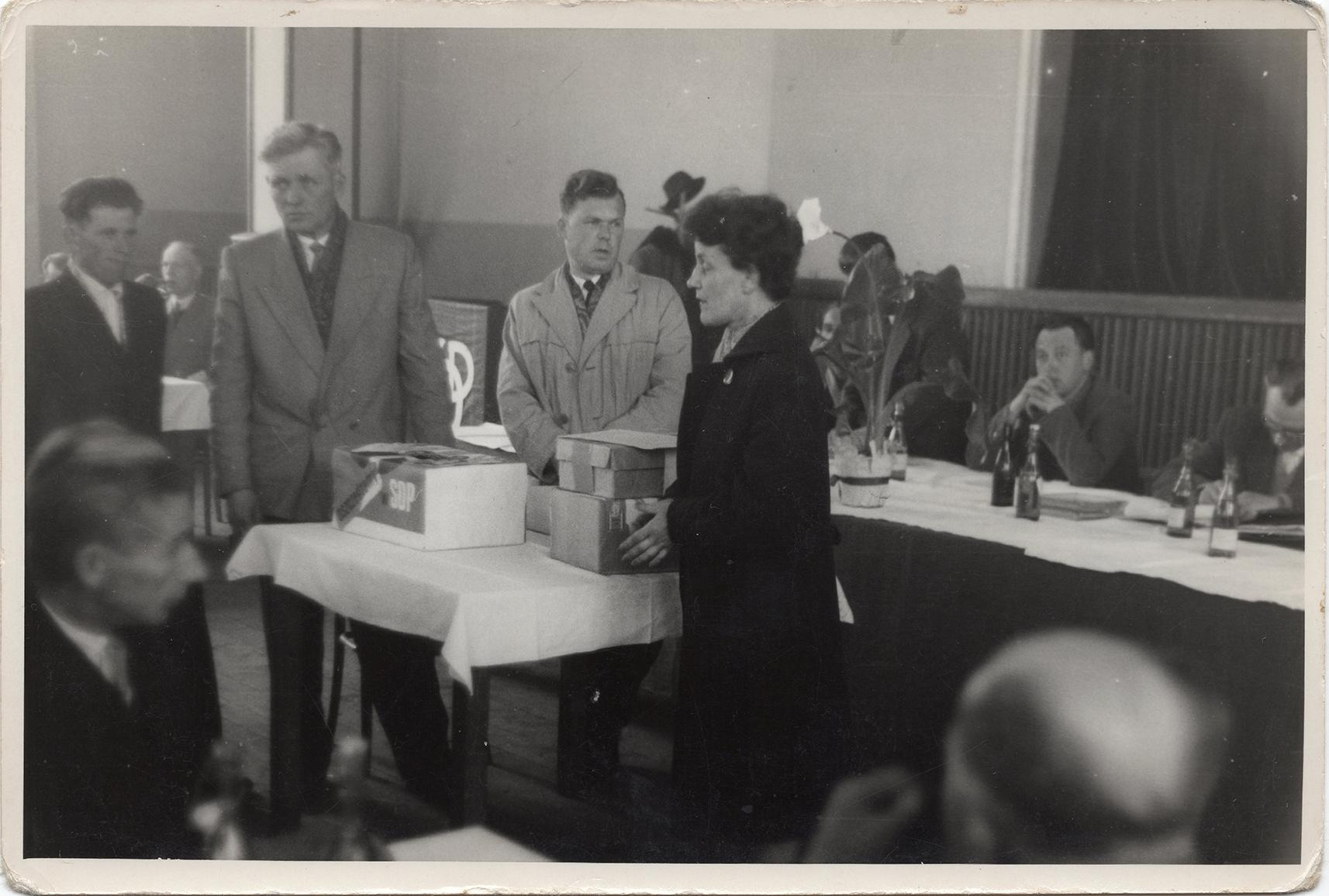 Fotografie ze spotkania SOP pracowników DZCH lata 60-te XX wieku (4)